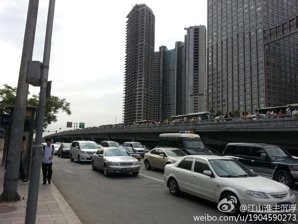 6月17日,北京四惠桥到国贸桥路段堵车画面.-北京6月17日堵车照片
