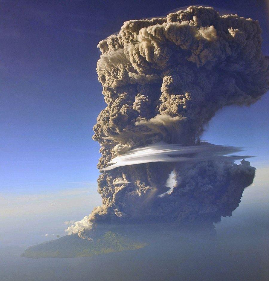 喷上2万米高空的火山灰 - 骏龙 - 骏龙的博客