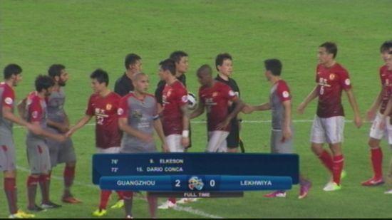 韩国球员竟加入恒大队列与队友握手 图