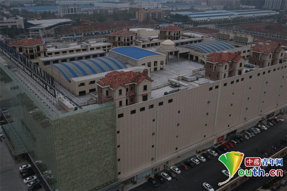 红星美凯龙家居广场屋顶分为3排一排2栋. 2014年11月17日,湖南图片