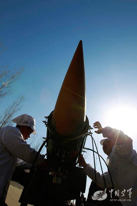 济空导弹营实战背景开练 红旗-12霸气亮相
