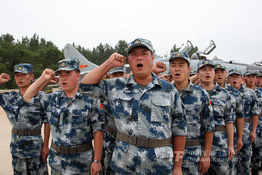 中国空军飞豹战机及地面保障群官兵誓师赴俄