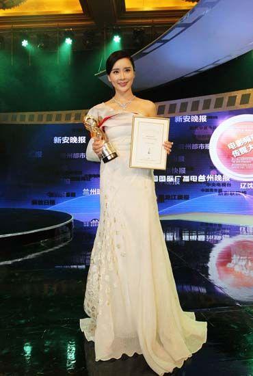 得传媒大奖最佳新人-爱的替身 影评 杨舒婷将粗暴转化为温柔