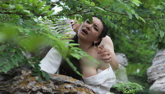奸夫淫妇终成眷属,荣华富贵还需裙带。――王宝强离婚案。