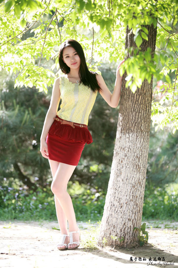 【玩在北京】实拍周末森林公园美女云集