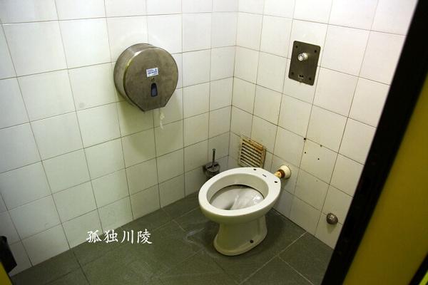 的公共厕所,没马桶盖