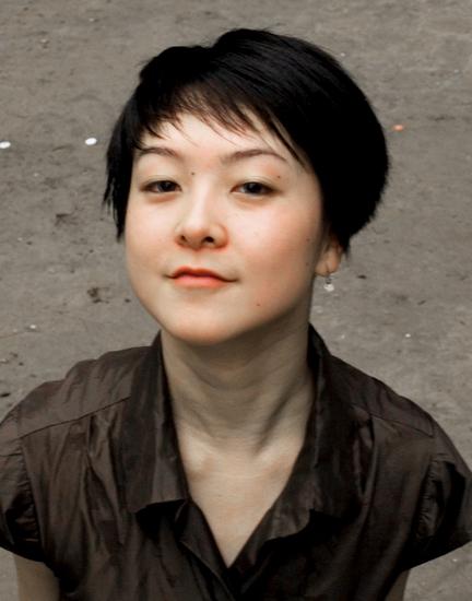 刘亚囡:《虫子们都疯了》彩排总监,毕业于复旦大学社会学系,2007年与Brand Nu Dance合作紧密,2011年建立BM Space身体·音乐创作空间。