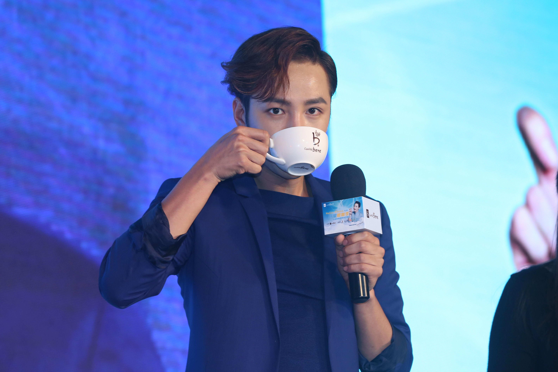 咖啡陪你·张根硕千人共饮咖啡活动 成功入选大世界基尼斯纪录|咖啡| 陪你_凤凰时尚