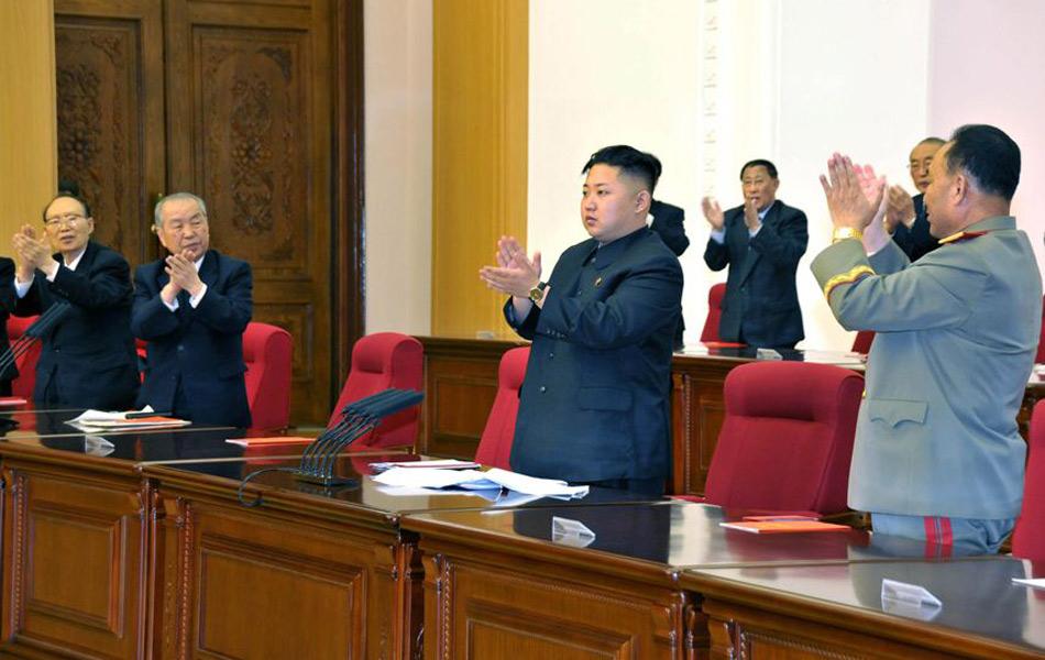 金正恩/会议发表了关于修改党章的决定书,规定第一书记为党的元首,...