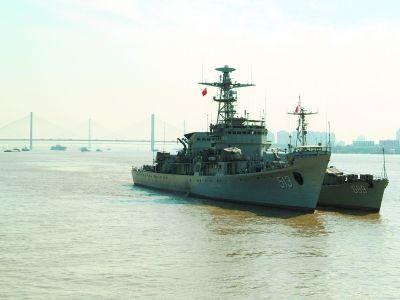 513护卫舰和689猎潜艇双双顺利抵达武汉。通讯员余汉全摄