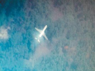 台湾南开科大应用电子系学生谢孟修,在二百万张卫星图片中,找到疑似失踪的马航班机。记者张家乐/翻摄Tomnod公司卫星照片src=