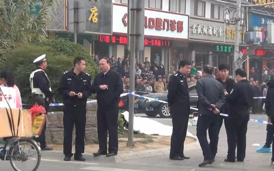 河南安阳袭警_河南洛阳:因摩托被扣 一男子持刀袭警造成一死三伤