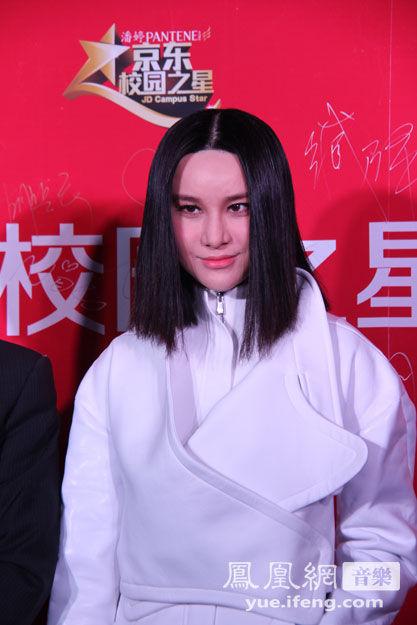 """昨日,由华谊兄弟与京东联合举办的""""2013校园之星""""全国总决赛在北京万事达中心隆重举行。"""