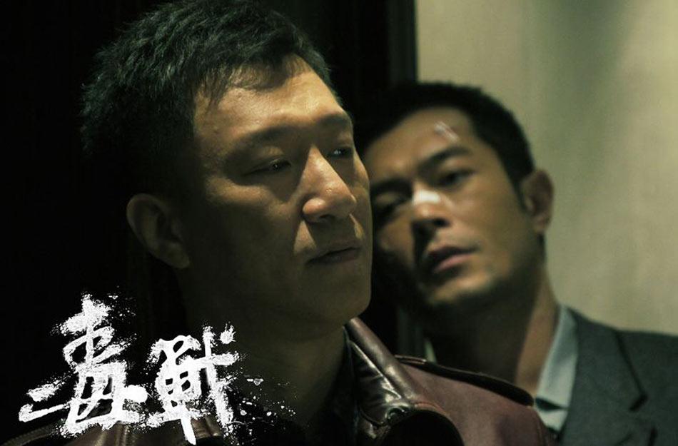 """""""华语警匪枪战片教父""""杜琪峰执导的华语警匪巨制《毒战》日前宣布,该片确定将于4月11日在内地公映。《毒战》是杜琪峰执导的首部内地电影,孙红雷、古天乐两大当红男星,将在片中上演一出绝地""""双雄""""对决。"""