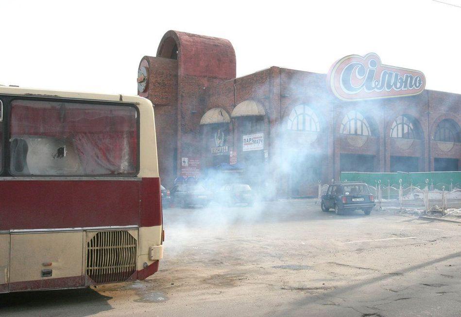 由于汽车尾气和工业废气的大量排放,乌克兰基辅受到严重的大气污染.