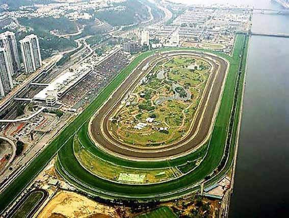香港跑马地历史悠久.-香港跑马场满足了许多游客一试运气的心愿