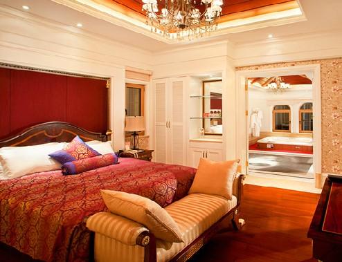 酒店坐落于即墨温泉镇,南临道教圣地鹤山,东接美丽富饶的鳌山湾,山海