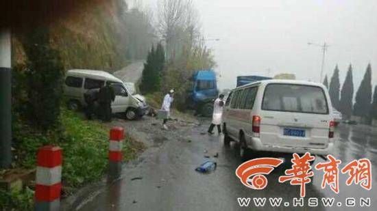 宝鸡岐山县发生多车相撞车祸 已致多人死伤 高清图片