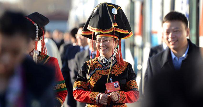 两会少数民族代表委员的特色帽饰