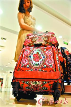 暑期来了,买个时尚的行李箱去旅游。