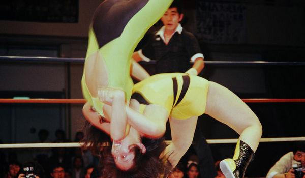 日本美女摔跤=惨烈肉搏