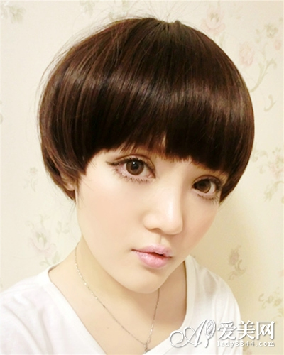 小脸女生蘑菇头发型 可爱不失甜美图片