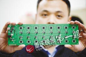 ■冯毓鹏和合伙人投资开发的挖矿机芯片和主板。
