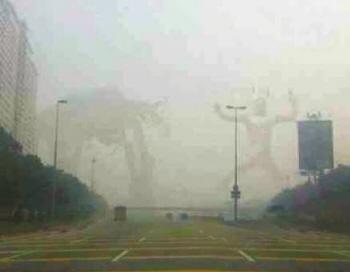 """网友恶搞雾中""""奥特曼打怪兽""""的ps合成照片 这两天雾霾迷城,雾霾话题"""