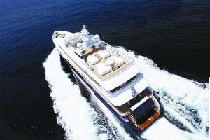 """本期封面:""""诺金旅行""""提供的私人定制游艇"""