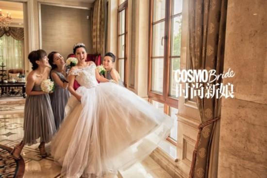 欧式的建筑充满贵族气息的奢华房间,将身穿白色婚纱的何洁衬托的更加