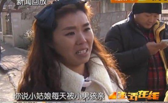小学生被指打遍同学亲女生 家人忧心守在学校