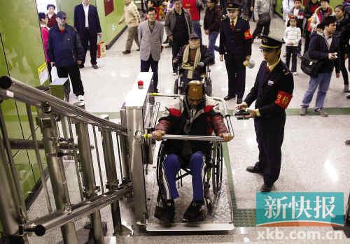 ■地铁6号线海珠广场站的残疾人电梯十分不便。