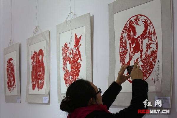 """""""中国梦·长沙情""""迎新春剪纸艺术展开展(图)"""