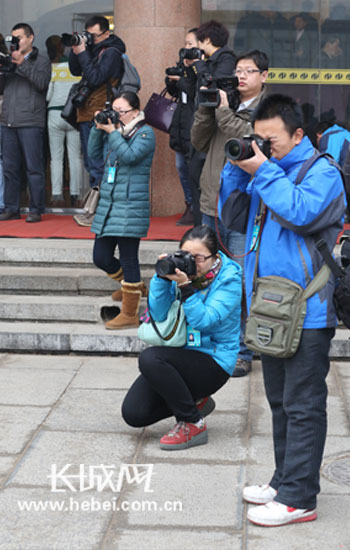 【花絮】长城网记者跑两会长枪短炮齐上阵|河