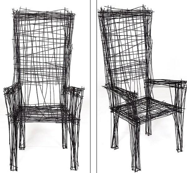 猛一看以为是涂鸦,实则是真正的家具!这是韩国设计师朴进一(Jinil Park)的作品,他称其为素描家具。据英国《每日邮报》1月9日报道,这套创意家具由两把椅子、一张圆桌和两盏灯组成,用很多根交叉的钢丝打造而成,却给人以平面草图的感觉。
