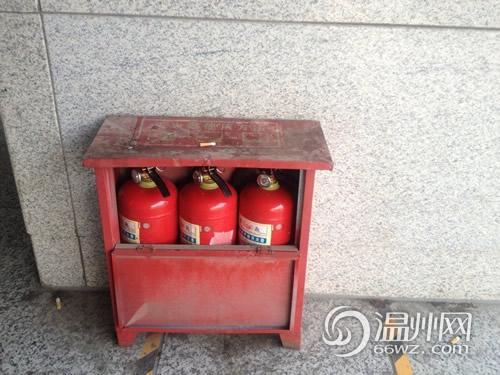 火车南站消防箱内没灭火器 回应称已按标准配备