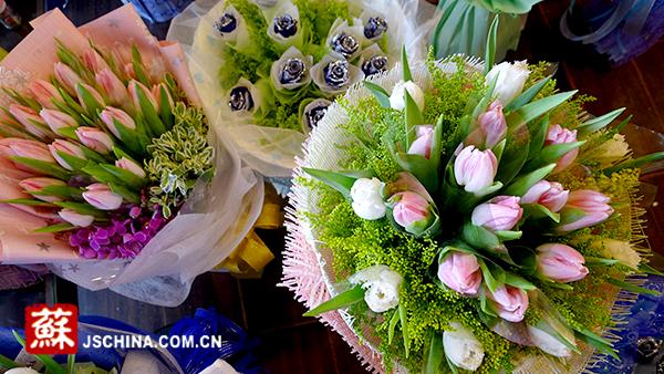 """""""两节""""相撞 南京玫瑰价格翻倍涨花卉市场翻倍""""红"""""""