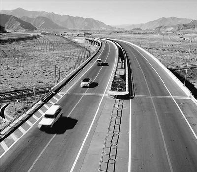 西藏公路通车里程超7万公里