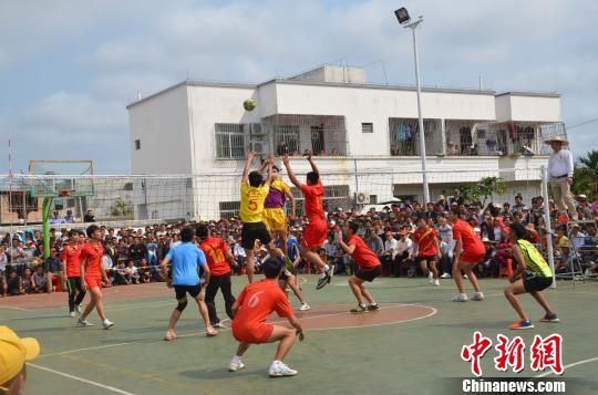 海南文昌排球赛事搅热传统 军坡节 获侨胞捐助