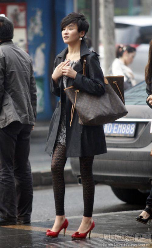 街拍黑丝袜与打底裤 4月日常搭配最佳伴侣 时