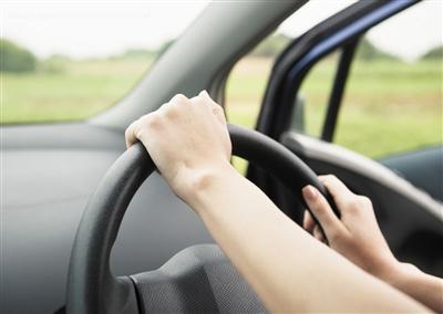 开车-马上 纠正 常见的六种错误驾姿