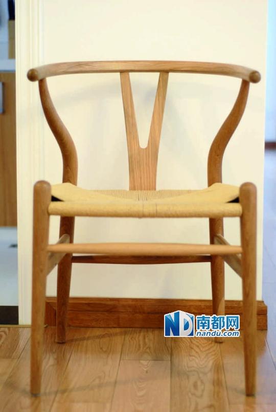 沉稳的榆木餐桌和水曲柳椅子