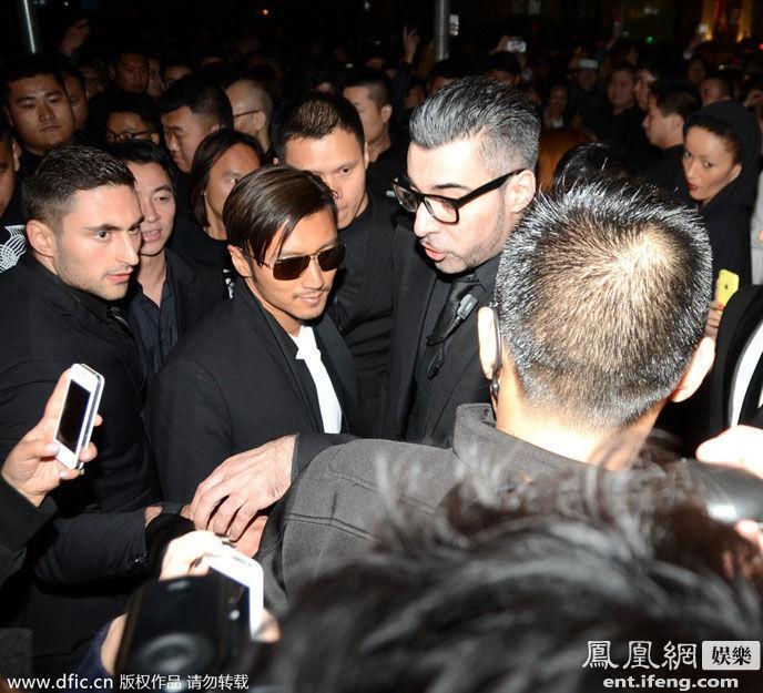 2014年3月18日,上海,谢霆锋作为酒吧老板现身开张典礼.当晚,谢图片