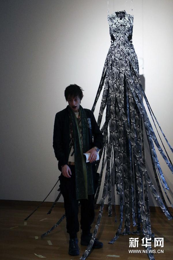 在德国法兰克福应用艺术博物馆,冰岛设计师蒙迪参加第三届北欧时装双
