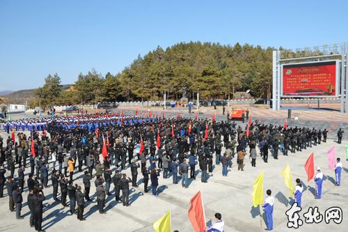 鹤北林业局践行群众路线 2000名党员群众缅怀革命先烈
