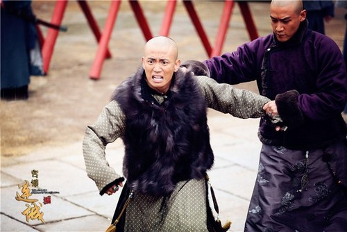 耀忠被陆毅押往刑场(1 /2张)-宫锁连城 重头戏 肜耀忠被斩引复仇升