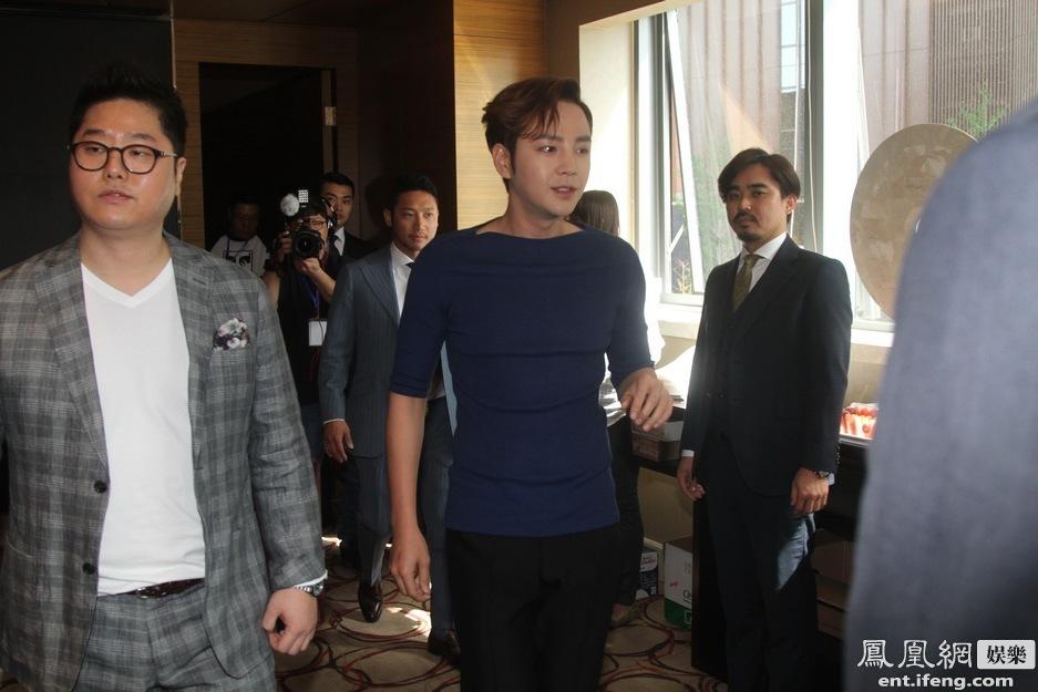 张根硕/韩星张根硕北京粉丝见面会现场[高清大图](/24)