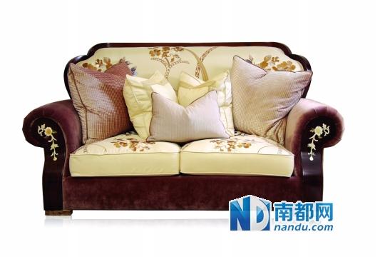 ←古珀双人位沙发 这是一款中西合璧的欧式现代经典家具,将欧式