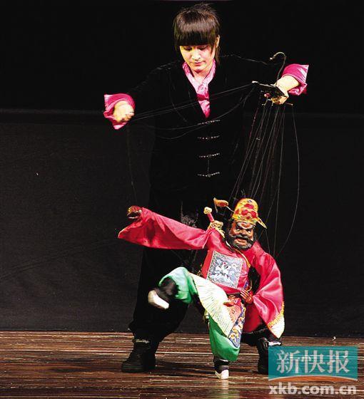 广州洪德路剧场木偶剧表演大晒冷