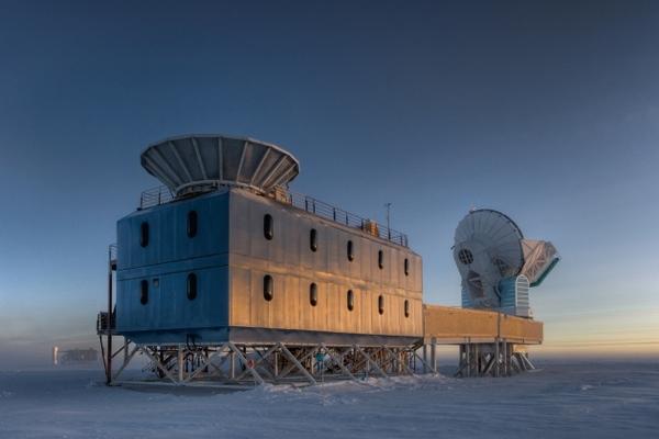 位于南极的BICEP2望远镜 图片来源:Steffen Richter